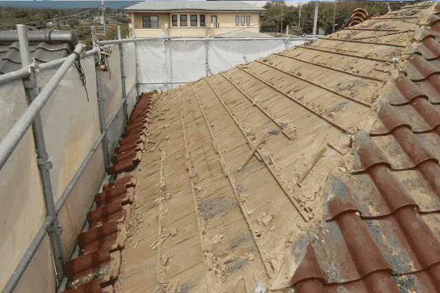 屋根葺き替え工事の費用相場