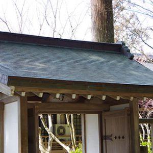 三千院内の建物の屋根の多くが「銅製」