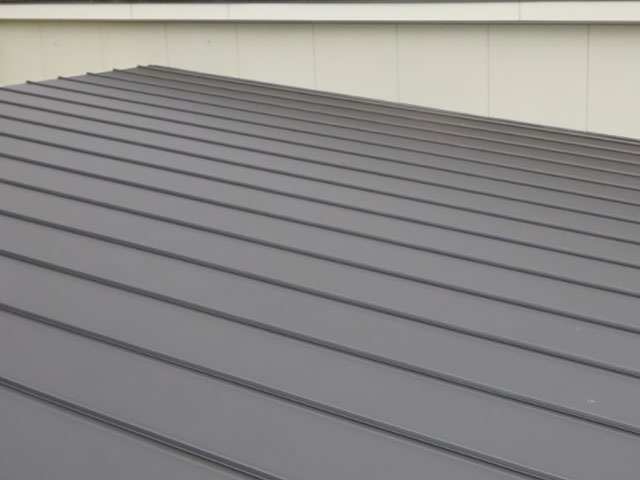 ガルバリウム屋根の特徴やメンテナンスについて