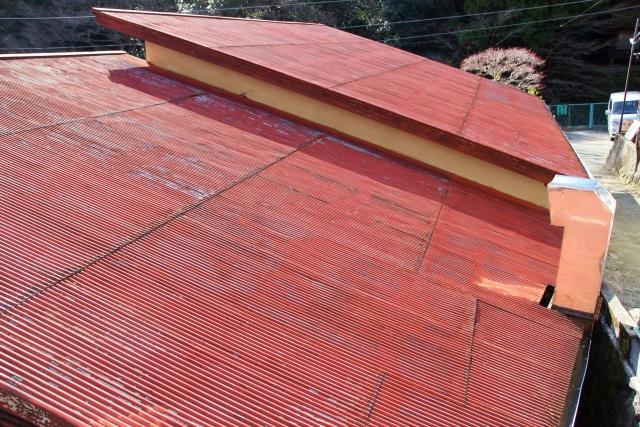 トタン屋根の葺き替え費用はどれくらいかかるの?