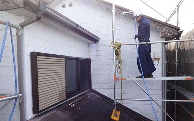 外壁からの雨漏りの修理方法は?