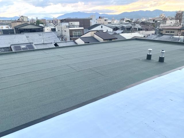 屋上ライフはメンテナンス必須!勾配のない陸屋根の雨漏り修理について